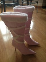sz 8 Pink Boots in Fort Leonard Wood, Missouri
