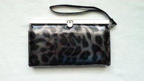Black/grey wristlet in Morris, Illinois