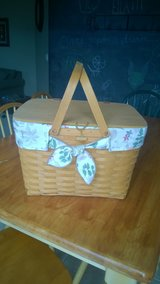 Beautiful Longaberger Picnic Basket w/ Liner in Joliet, Illinois