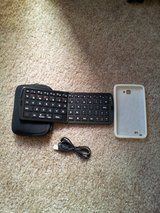Folding Bluetooth keyboard for tablets/smartphones in Vista, California