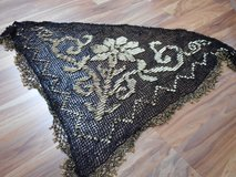 Beaded shawl w/gold accent in Stuttgart, GE