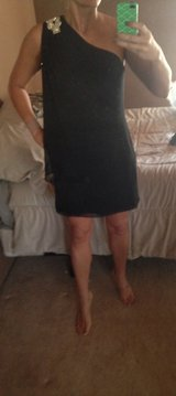 Holiday gown, short sz 6 in Camp Pendleton, California