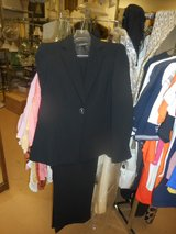 Kasper Ladies Art Deco Black White 2 pc Business Suit Size 8 Petite New With Tags Retails $240 in Chicago, Illinois