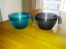Tupperware bowls like NEW! in Naperville, Illinois