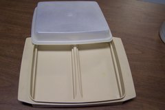 Tupperware divided container + lid in Bolingbrook, Illinois