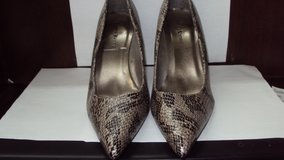 Ladies Size 10 Black & Gray Pumps in Kingwood, Texas
