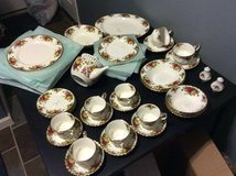 52 piece China Old Country Roses. Royal Albert. in Warner Robins, Georgia