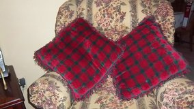 Two Christmas throw pillows - green and red in Alamogordo, New Mexico
