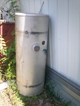 fuel tank  100  gal Freightliner 281 747 2214 or  832 233 9577 please leave a message in Conroe, Texas