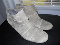 Boots  Aerosoles. Gray 8 1/2 in Baytown, Texas