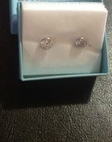 Very nice 14k gold earrings new condition in Shorewood, Illinois