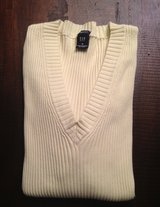 Women's Gap Sweater - Medium in Westmont, Illinois