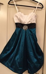 Homecoming Dress - Size 1 in Aurora, Illinois