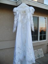 $$$   Wedding Dress   $$$ in 29 Palms, California