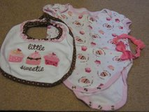 INFANT ONESIE SET, CUPCAKES, 3pcs in Lakenheath, UK