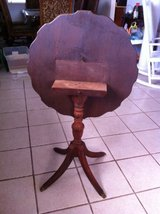 Tilt top pie crust table - very old in Alamogordo, New Mexico