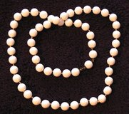 J15 Vintage White Bead Necklace in Ramstein, Germany