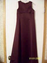 plum formal Size 8 in Fort Leonard Wood, Missouri