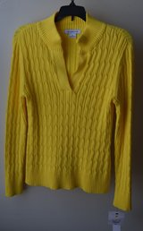 Casual Yellow Sweater - Liz Claiborne Size M in Naperville, Illinois
