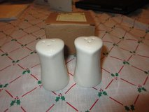 Heart shaped salt & pepper shakers in Bolingbrook, Illinois