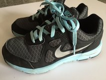 Kids Nike Lunar Forever Youth Size 1 in Ramstein, Germany