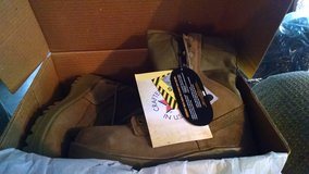 1 New Belleville Steel toe boots in Camp Lejeune, North Carolina