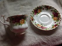 Royal Albert saucer and tea cup in Naperville, Illinois