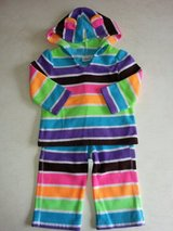 Girl's 12M 2-piece fleece outfit in Aurora, Illinois
