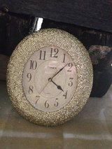 Gold Glittered Oval Timex Clock ** Price Reduced in Chicago, Illinois