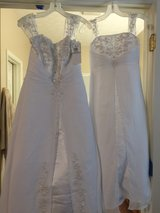 New! Wedding Gown (Never Worn) in Camp Lejeune, North Carolina