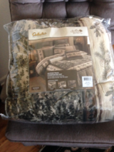 Comforter for Queen Bed in Travis AFB, California
