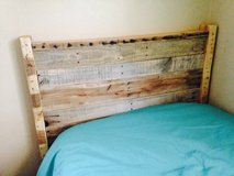 Pallet wood headboard head board bed in Camp Lejeune, North Carolina