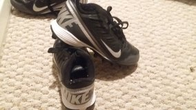 Nike Cleats Youth Size 1 in Houston, Texas