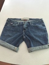 hollister sz. 5 girls shorts in Pleasant View, Tennessee