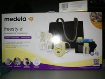 MEDELA FREESTYLE DOUBLE BREASTPUMP in St. Charles, Illinois