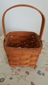 LONGABERGER SMALL BASKET in Yucca Valley, California