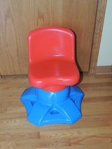 VINTAGE LITTLE TIKES CHILD SIZE ART DESK VANITY SWIVEL CHAIR BLUE RED in Joliet, Illinois