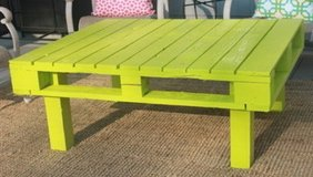 pallet wood table deck coffee porch BBQ lounge in Camp Lejeune, North Carolina