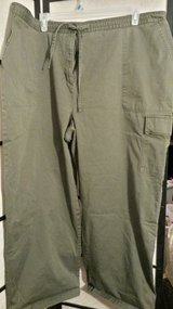 Olive Cargo Capri Size 26 in Camp Lejeune, North Carolina