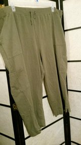 Olive Cotton Cargo Capri  Size 3X in Camp Lejeune, North Carolina