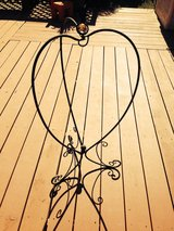 Plant stand foldable heart shape in Fairfield, California