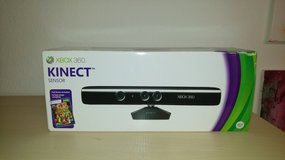 XBOX 360 KINECT with original box (game excluded) in Wiesbaden, GE