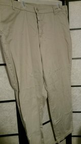 Lee size 26 Khaki in Camp Lejeune, North Carolina