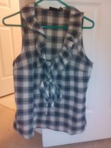 Sleeveless top size Large in Naperville, Illinois