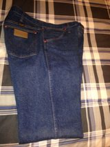 Men's Wrangler 13MWZ Western Jeans (34x30) in Kingwood, Texas