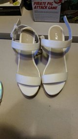 Brand New - Never Worn - WOMENS Size 9 White Open Toed Heels in Kingwood, Texas