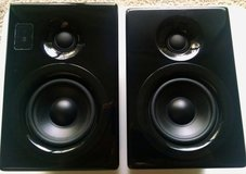 iStorm 3.2 SPEAKERS Black Powered Stereo Bookshelfs for music Apple Ipod TV + in Wheaton, Illinois