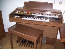 Electric Yahama Organ with Chair in Ramstein, Germany