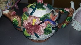 Capodimonte Porcelain Floral Teapot w/Lid in Travis AFB, California