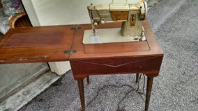 Singer sewing machine(reduced) in Camp Lejeune, North Carolina